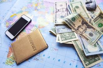 Gebühren bei Auslandsreisen belasten die Reisekasse zusätzlich