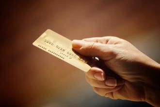 Durch die Nutzung von Reisekreditkarten lassen sich Auslandsgebühren einsparen